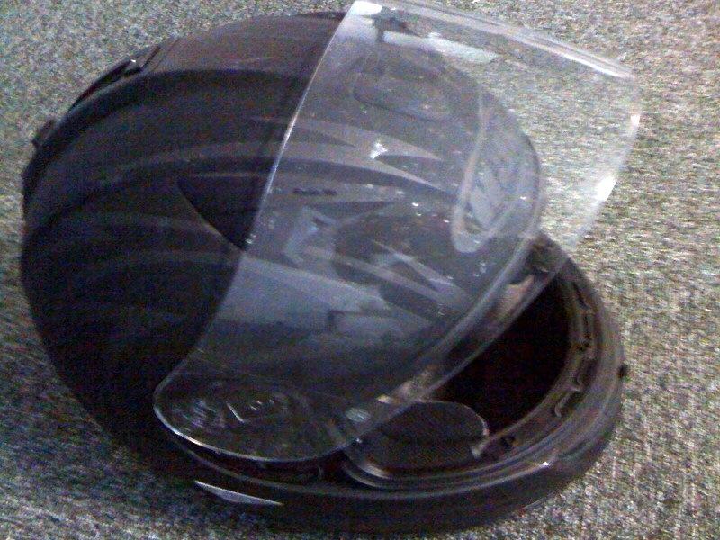 comment nettoyer la visi re de son casque de moto micro 39 net le blog. Black Bedroom Furniture Sets. Home Design Ideas